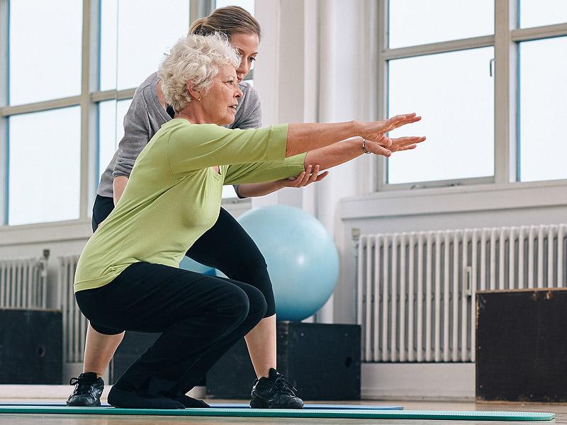 La actividad física y la fisioterapia benefician más que los síntomas y las deficiencias en las personas con osteoartritis de cadera y rodilla