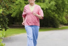 ¿Es segura la actividad física a largo plazo para adultos mayores con dolor de rodilla?: una revisión sistemática