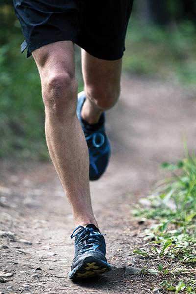 El aumento de la velocidad de paso en carrera reduce las fuerzas de la articulación patelofemoral