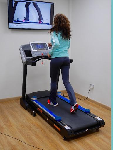El efecto del reentrenamiento de la marcha en tiempo real sobre la cinemática de la cadera, el dolor y la función en sujetos con síndrome de dolor patelofemoral